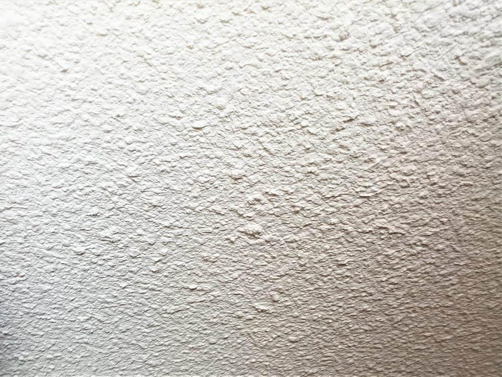 Pâte à papier projetée grossière